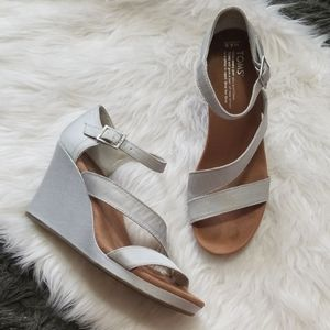 Tom's Strappy Wedges